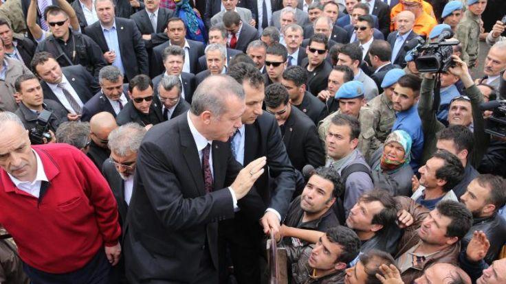 Erdogan-Berater löst mit Tritten auf Mann Empörung aus (Foto)