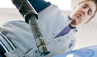 Geschäfte mit dem Sprit: Beim Mietwagen auf Tankregelung achten (Foto)