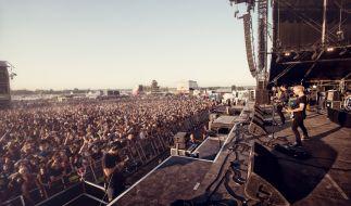 Auf dem Highfield Festival am Störmthaler See bei Leipzig rocken jedes Jahr tausende feierwütige Menschen. (Foto)