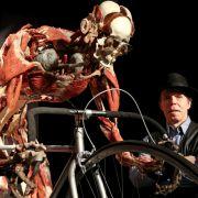 Vom 16. Mai bis 15. Oktober 2014 zeigt Gunther von Hagens in Hamburg seine Ausstellung «Körperwelten - eine Herzenssache».