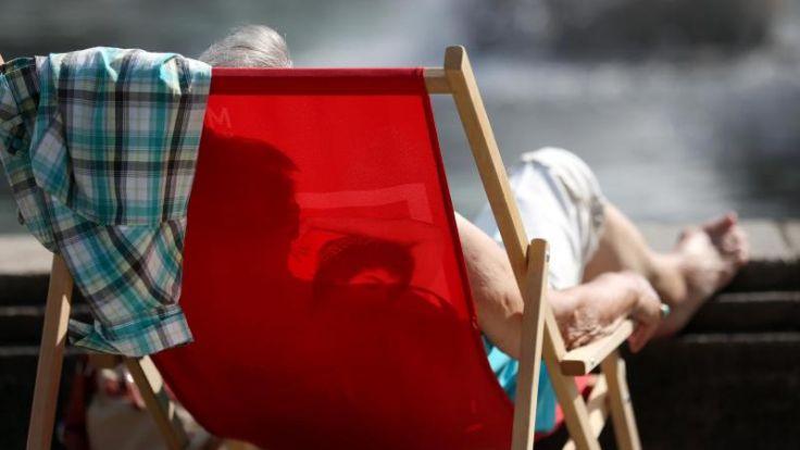 Nackt im Garten sonnen ist nicht unbedingt ein Kündigungsgrund (Foto)