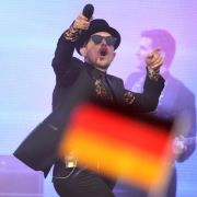 Nach «Nazi»-Äußerung: Jan Delay zahlt Heino 20 000 Euro (Foto)