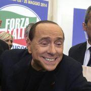 Berlusconi vergleicht sich mit dem Papst (Foto)