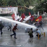 Polizei in Istanbul setzt Wasserwerfer und Tränengas ein (Foto)