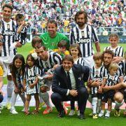 Juventus knackt 100-Punkte-Marke und feiert mit Fans (Foto)