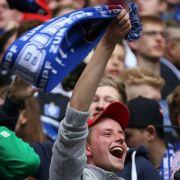 Public Viewing im HSV-Stadion: Dino will nicht sterben (Foto)