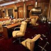 Bewaffnete stürmen libysches Parlament (Foto)