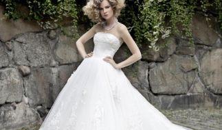 Am Hochzeitstag sollte jede Braut glänzen - die Wahl des richtigen Hochzeitskleides ist deshalb besonders wichtig. (Foto)