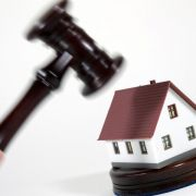 Unter dem Hammer: Immobilie bei Zwangsversteigerung kaufen (Foto)