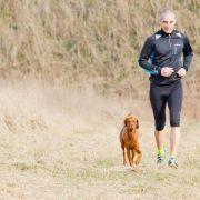 Joggen mit dem Hund: Genug Pausen und nie nach dem Füttern (Foto)