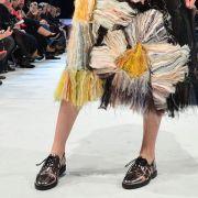 In Mode: Frauen tragen Männerhalbschuhe (Foto)