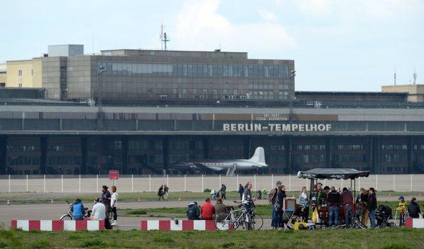 Hitlers Größenwahn spiegelt sich auch im Flughafen Berlin-Tempelhof wieder. Für seine Welthauptstadt Germania musste ein entsprechender Flugplatz her.