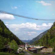 Gebaut für Touristen: Rekord-Hängebrücke und Ruhmeshalle (Foto)