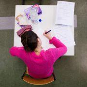 Prüfungsaufgaben werden eigentlich gehütet wie ein Staatsgeheimnis. In NRW hat das wenig gebracht.
