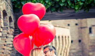 Küssen stärkt nicht nur die Beziehung. (Foto)