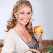 Eine ausgewogene Ernährung und genug Zeit zum Entspannen können Burn-out-Erscheinungen vorbeugen.