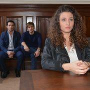 Ayla (Nadine Menz) wartet gespannt auf ihr Urteil.