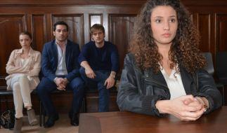 Ayla (Nadine Menz) wartet gespannt auf ihr Urteil. (Foto)