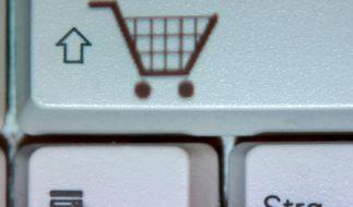 Das Rücksenden bestellter Ware könnte für Verbraucher ab dem 13. Juli 2014 teuer werden. (Foto)