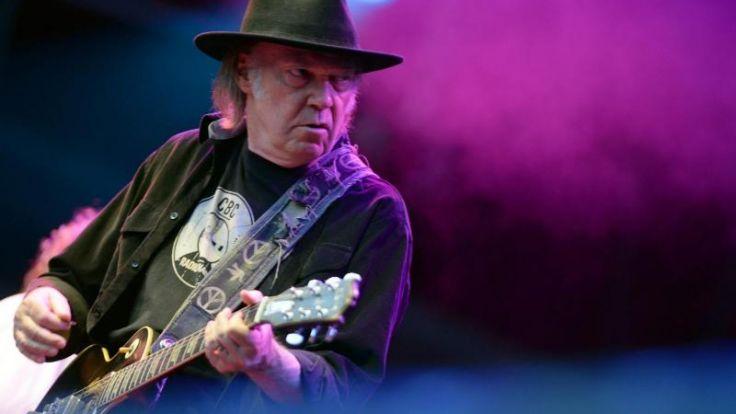 Neil Young lässt es knistern und rauschen (Foto)