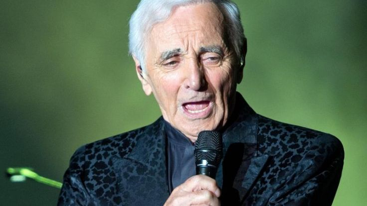 «For me, formidable»: Aznavour singt in Berlin (Foto)