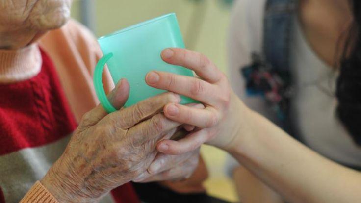 Urlaub für pflegende Angehörige:Hilfe frühzeitig beantragen (Foto)