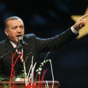 Gegner und Anhänger erwarten Erdogan in Köln (Foto)