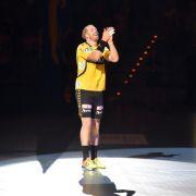 Kapitän Roggisch beim Abschiedsspiel auch im Tor (Foto)
