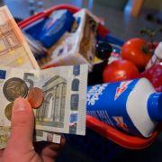 Sollte der einheitliche Mehrwertsteuersatz auf den Weg gebracht werden, könnte der Wocheneinkauf für die Deutschen deutlich teurer werden.