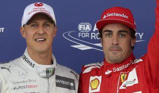 Fernando Alonso ist in Gedanken bei seinem einstigen Idol Michael Schumacher. (Foto)