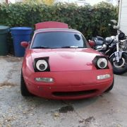 Bevor dieser Käufer besoffen shoppte, wusste er sicher nicht einmal, dass es diese Augen für seinen Wagen gibt.