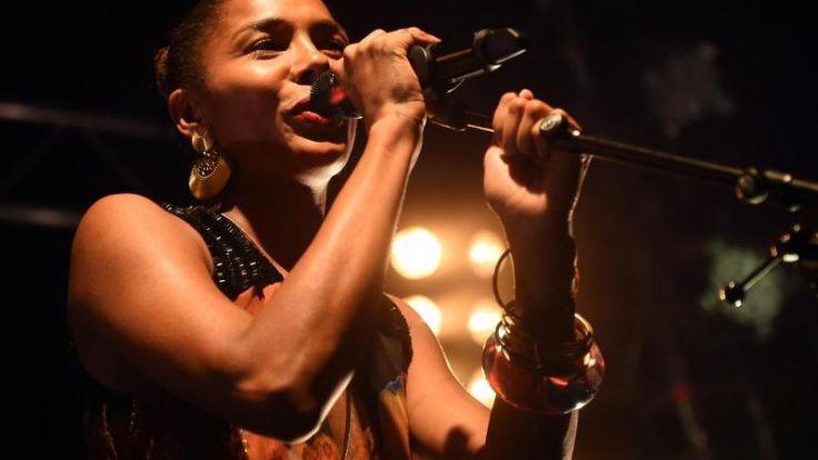 Sängerin Ayo blüht live am meisten auf (Foto)