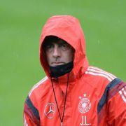 Löw im Regen: Suche nach WM-Elf - Lahm beruhigt (Foto)