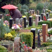 Wegen eines Begräbnis-Verbots brachten sich tausende alte Chinesen um.