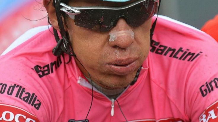 Umstrittene Abfahrt:Unklarheit über Führung bei Giro (Foto)