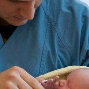 Väter bekommen bei der Geburt des Kindes Sonderurlaub (Foto)