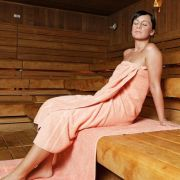 In Österreich gehen Nackt-Sheriffs auf Sauna-Streife (Foto)