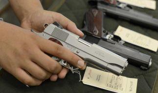 Etwa jeder dritte US-Amerikaner hat eine Schusswaffe bei sich im Haus. (Foto)