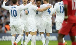 Testsiege für Spanien und England - Drmic erlöst Schweiz (Foto)