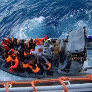 Flüchtlingswelle von mehr als 3000 Migranten erreicht Italien (Foto)
