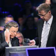 Wolfgang Bosbach ruft Angela Merkel an.