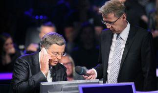 Wolfgang Bosbach ruft Angela Merkel an. (Foto)