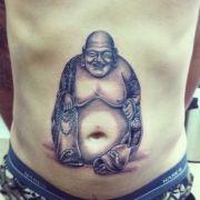 Da hat wohl jemand eine Gemeinsamkeit mit Bhudda entdeckt. Warum also kein Tattoo daraus machen.