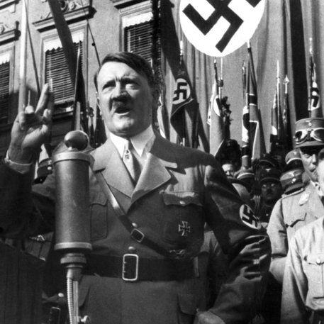 Hakenkreuz und Hitler-Gruß: Was die Nazis alles geklaut haben! (Foto)