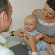 Ein kleiner Pieks kann Kinder vor ernst verlaufenden Infektionskrankheiten schützen.