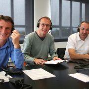Die Lesertelefon-Experten Dr. med. Michael Horn, Dr. med. Stephan von Landwürst und Taner Uguz (v.l.n.r.) im Gespräch mit Anrufern.
