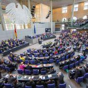 Bundestag berät Verschärfung des Asylrechts (Foto)