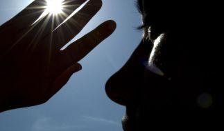 Die Hitze ist eine starke Belastung für den Körper. Mit diesen Tipps können Sie die Sommer-Sonne dennoch genießen. (Foto)
