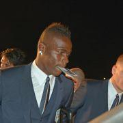 Italien gelandet - Balotelli als Aushilfs-Steward (Foto)