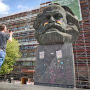 Karl Marx als Fußballfan - Wirbel um Monument (Foto)